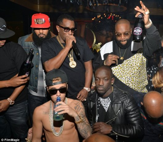 Justin Bieber hanging out with the 'homies'