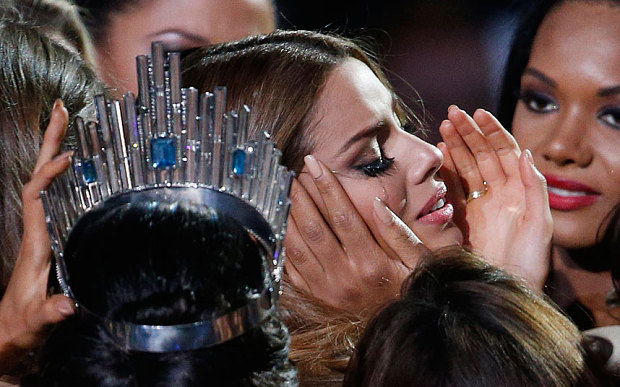 Contestants comfort Miss Colombia Ariadna Gutierrez (centre) after she was incorrectly crowned Miss Universe (Photo: AP)
